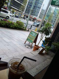 再び、外でお茶。